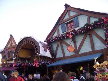 3122870092 a316580c46 460x345 Llega la Navidad a Disneyland Paris