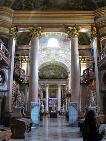3739927746 23df782a65 345x460 La Biblioteca Nacional de Austria