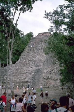 399px Cobá Nohoch Mul Pyramide 306x460 Cobá, ciudad maya