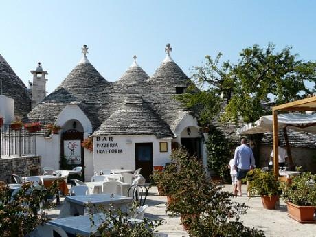 4137399905 69eff132e3 460x345 El cónico pueblo de Alberobello