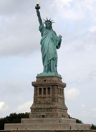 434px Statue of Liberty 7 333x460 La Estatua de la Libertad