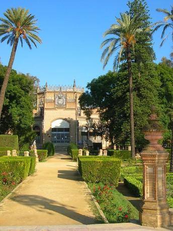 448px Pavillon royal Séville 344x460 El Parque de María Luisa de Sevilla