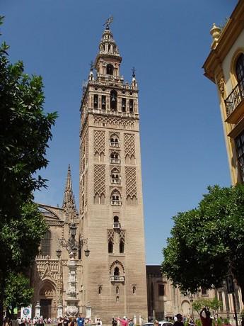 450px Giralda de Sevilla 5 345x460 La Giralda de Sevilla