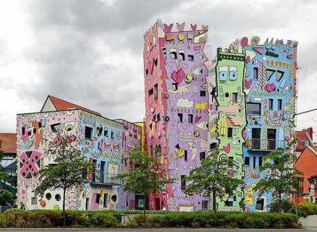 4890293844 a20f015f5d 460x337 Happy Rizzi house, un edificio muy colorido