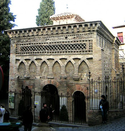 575px Cristo de la Luz 2 440x460 Una mezquita reconvertida en iglesia, en Toledo