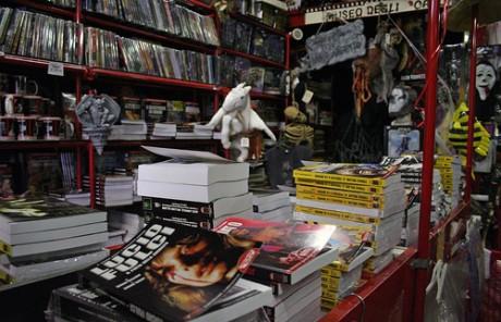 580429375 ddcc78e520 460x296 Profondo Rosso, una tienda de terror en Roma