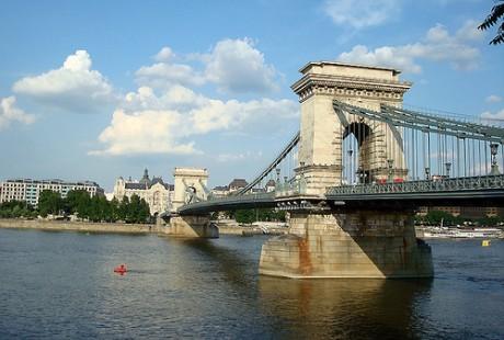 5871836687 c9bae103e5 460x310 El Puente de las Cadenas de Budapest