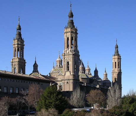 698px Basilica del Pilar ZaragozaAragonSpain 2 460x394 La Basílica del Pilar