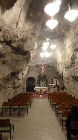 7078306337 23c7e21097 258x460 Iglesia Rupestre de Budapest, dentro de la montaña