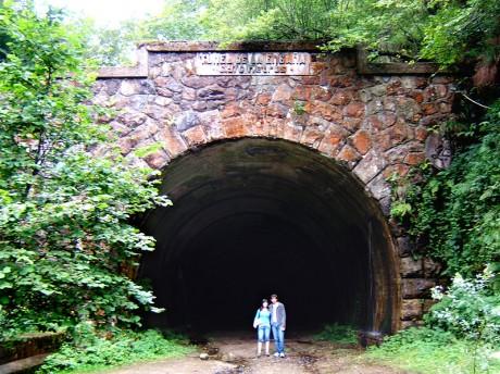 799px Túnel de la Engaña boca norte 460x344 El abandonado túnel de La Engaña