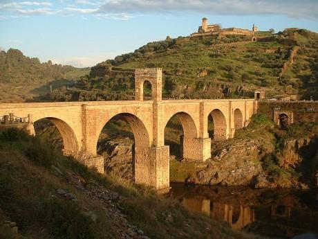 800px Bridge Alcantara 460x345 El puente de Álcantara, el puente de la Hispania Romana