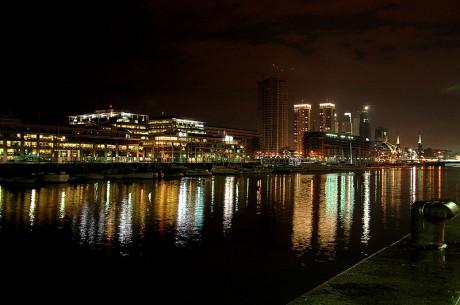 800px Buenos Aires   Puerto Madero at night 460x305 El distinguido barrio de Puerto Madero