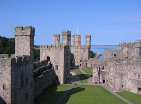 800px Caernarfon castle interior 460x339 El Castillo de Caernarfon