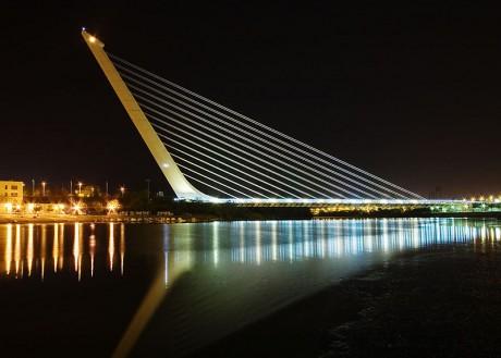 800px Calatrava Puente del Alamillo Seville 460x329 El puente de Alamillo de Sevilla
