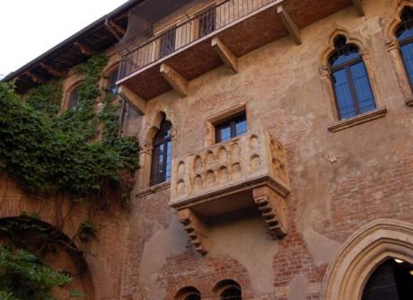 800px Casa Giulietta 460x334 La trágica historia de Romeo y Julieta