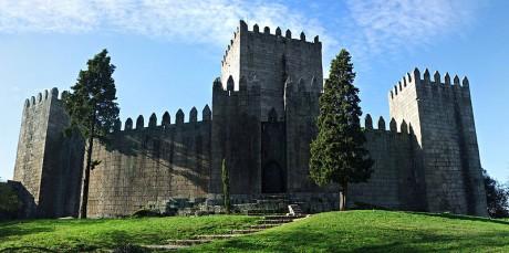 800px Castelo de Guimaraes 460x229 El magnífico Castillo de Guimarães