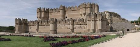 800px Castillo de Coca 460x156 El Castillo de Coca, vigilando Segovia