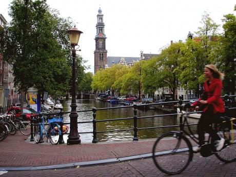 800px Ciclismo en Amsterdam 460x345 Sorteo para ganar alojamiento gratis en las 7 ciudades que elijas