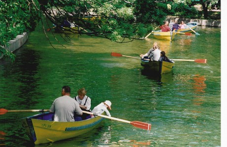 800px Cismigiu   rowboats 1 460x298 Cismigiu, el parque más antiguo de Bucarest