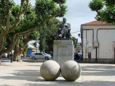 800px Estatua de Camilo José Cela en Padrón 460x345 Conociendo Galicia