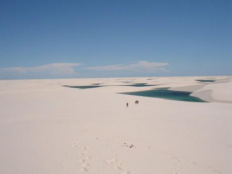 800px Lencois Maranhenses 8 460x345 Lençóis Maranhenses, desierto blanco lleno de vida