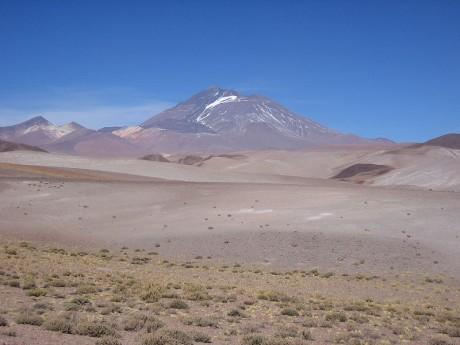 800px Llullaillaco 1 460x345 El volcán de Llullaillaco
