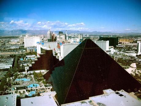 800px Luxor Hotel 460x345 Hotel Luxor, Egipto en Las Vegas