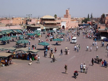 800px MoroccoMarrakech DjemaaElFna. 460x345 Djemaa el Fna, la plaza más popular de Marruecos