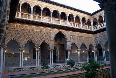 800px Patio de las doncellas 001 460x308 El Real Alcázar de Sevilla