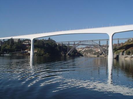 800px Ponte S. Joao   Porto 460x345 El puente de São João, en Oporto