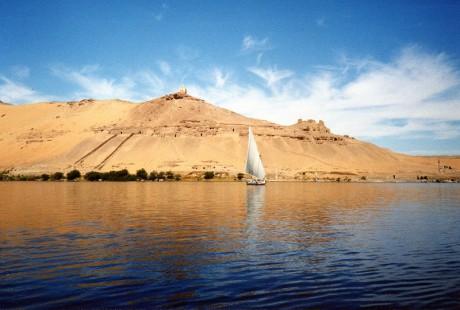 800px River Nile near Aswan 460x310 El Nilo, impulsor de la historia egipcia