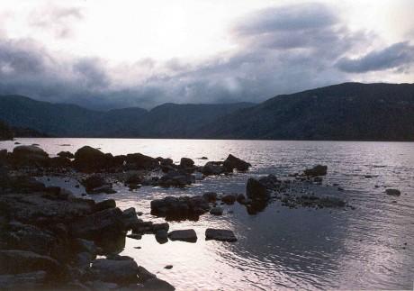 800px Sanabria The lake 460x323 El lago de Sanabria, nacido de un gargallón