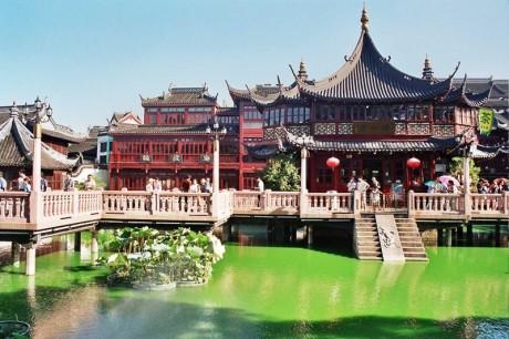800px Shanghai yuyuan gardensJPG 1 460x306 El jardín Yuyuan, un lugar para el descanso