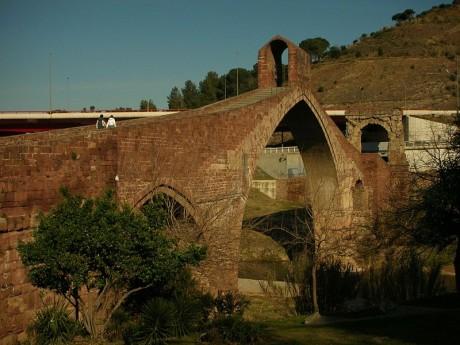 800px Spain.Catalonia.Martorell.Pont .del .Diable 460x345 El Pont del Diable