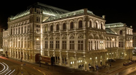 800px StateOperaViennaNightBackside 460x254 La Ópera de Viena, símbolo de la ciudad