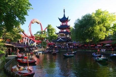800px Tivoligardens2 460x306 Tivoli, el parque de atracciones más antiguo del mundo