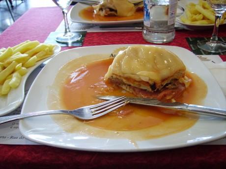 A Francesinha 5401346513 460x345 Francesinha, típica de Oporto