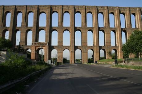 Acueducto de Vanvitelli 460x306 El impresionante acueducto triple de Vanvitelli