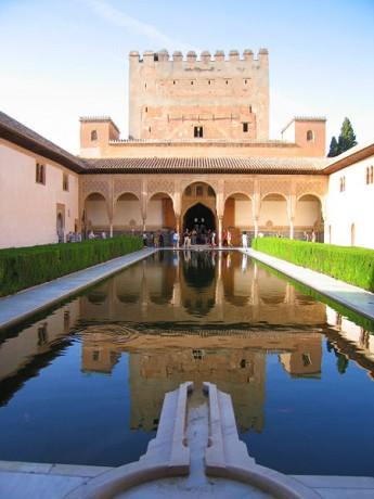 Alhambra Patio de los Arrayanes 345x460 Los doce tesoros de España