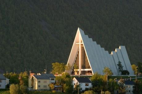 Arctic Cathedral in Tromsoe 460x306 Las catedrales de Tromsø
