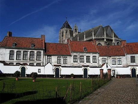 Béguinage de Kortrijk Courtrai 460x345 Los béguinages, un pueblo convento