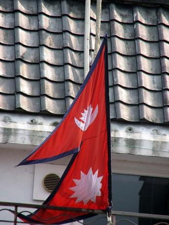 Bandera de Nepal 345x460 El origen de las banderas