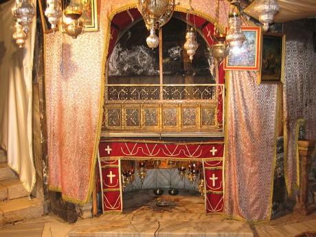 Basílica de la Natividad gruta 460x345 La Basílica de la Natividad en Belén