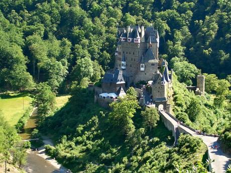 Burg Eltz 460x345 El castillo de Eltz, un viaje a la época medieval