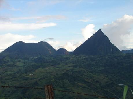 CERRO TUSA 460x345 Cerro Tusa, pirámide natural
