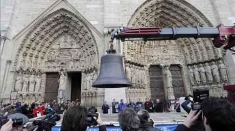 Campanas de Notre Dame 460x258 Se instalan nueve campanas nuevas en Notre Dame de París