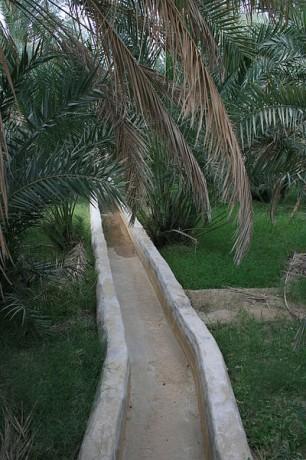 Canal de irrigación Falaj 306x460 Los sistemas de irrigación de Omán