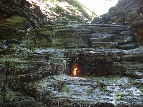 Cascadas de la llama eterna 460x345 Las cascadas de la llama eterna