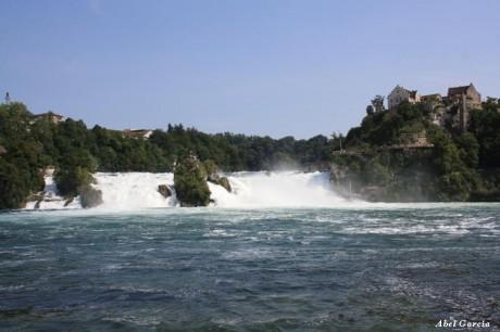 Cascades del Rin 2 460x306 Las Cataratas del Rin, un monumento natural de agua