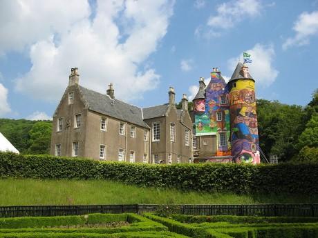 Castillo de Kelburn 460x345 El castillo de Kelburn, lleno de grafitis